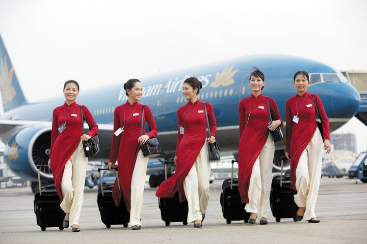 Vietnam Airlines's stewardesses are beautiful in Ao dai uniform